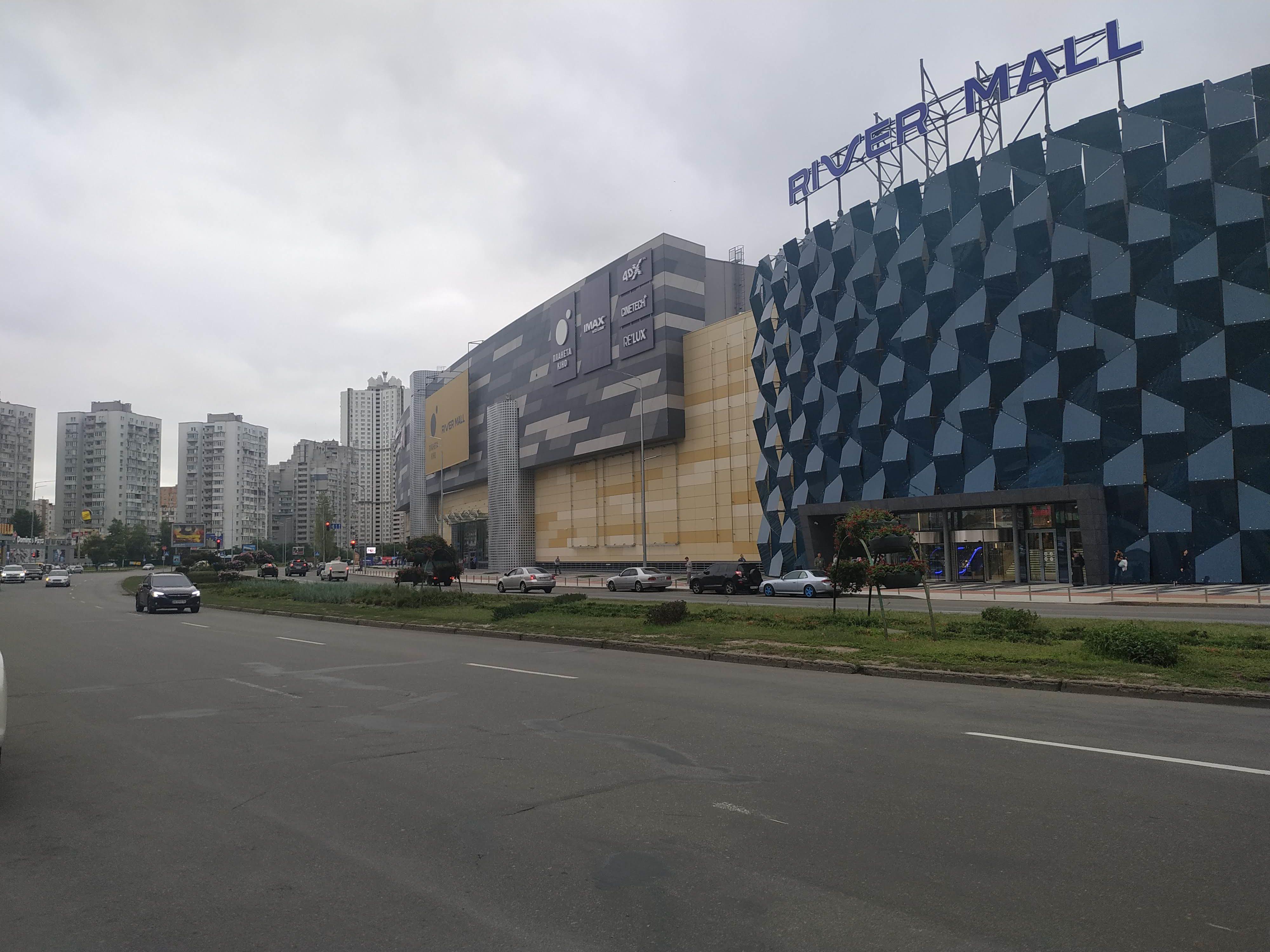 Днепровская набережная в Киеве установлены новые современные опоры освещения Металогальва